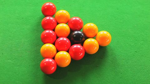 124942507-break-billard-snooker-queue-boule-de-billard